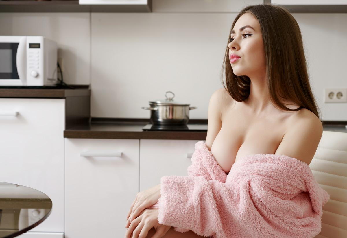 Sexy kurviges Girl mit samtweicher Haut