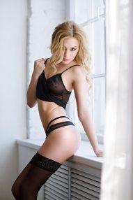 Sexy rothaariges Girl im Hotelzimmer gepoppt