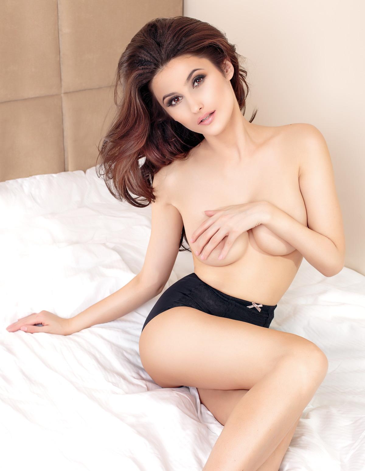 Sexy Girl im Hotebett