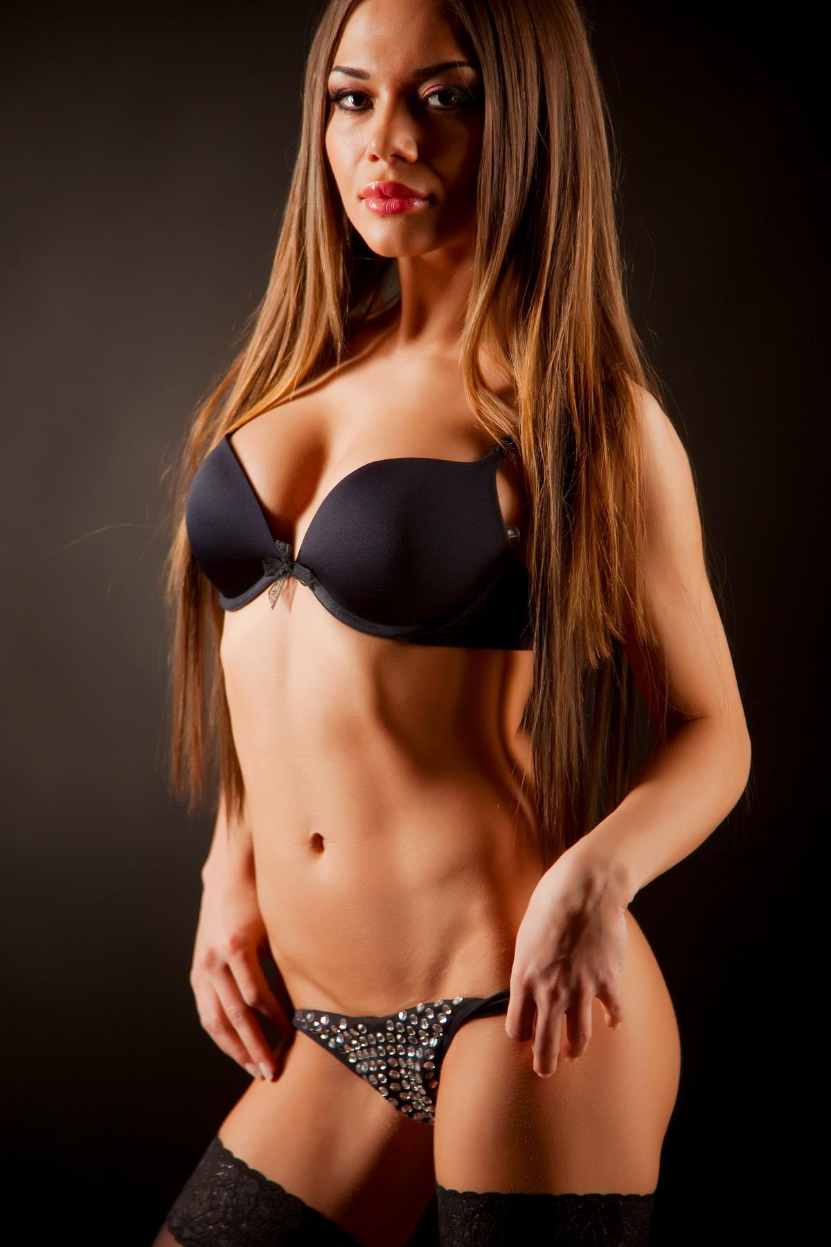 Sexy Girl mit endlos langen Haaren
