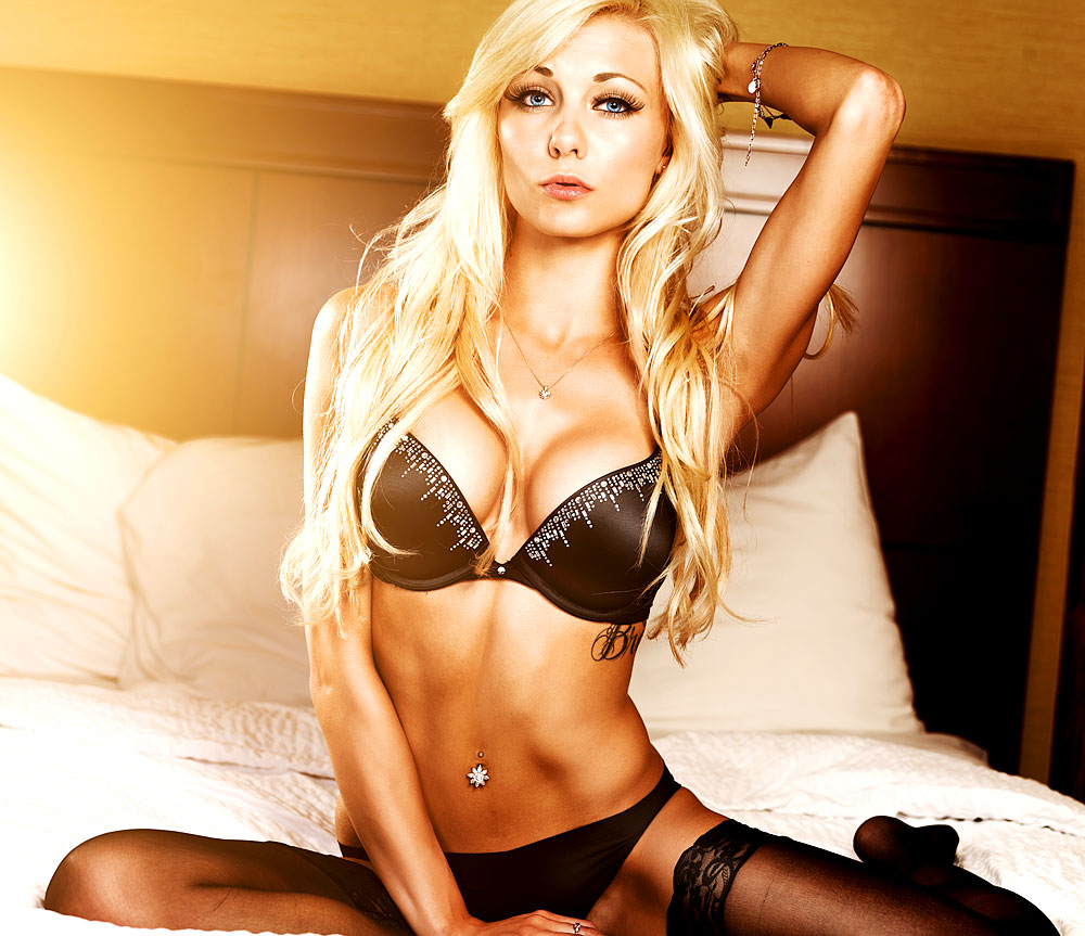 Sexy blondes Glamour Girl
