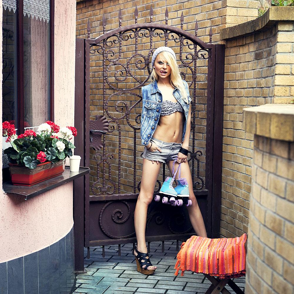 Sexy blondes Skatergirl