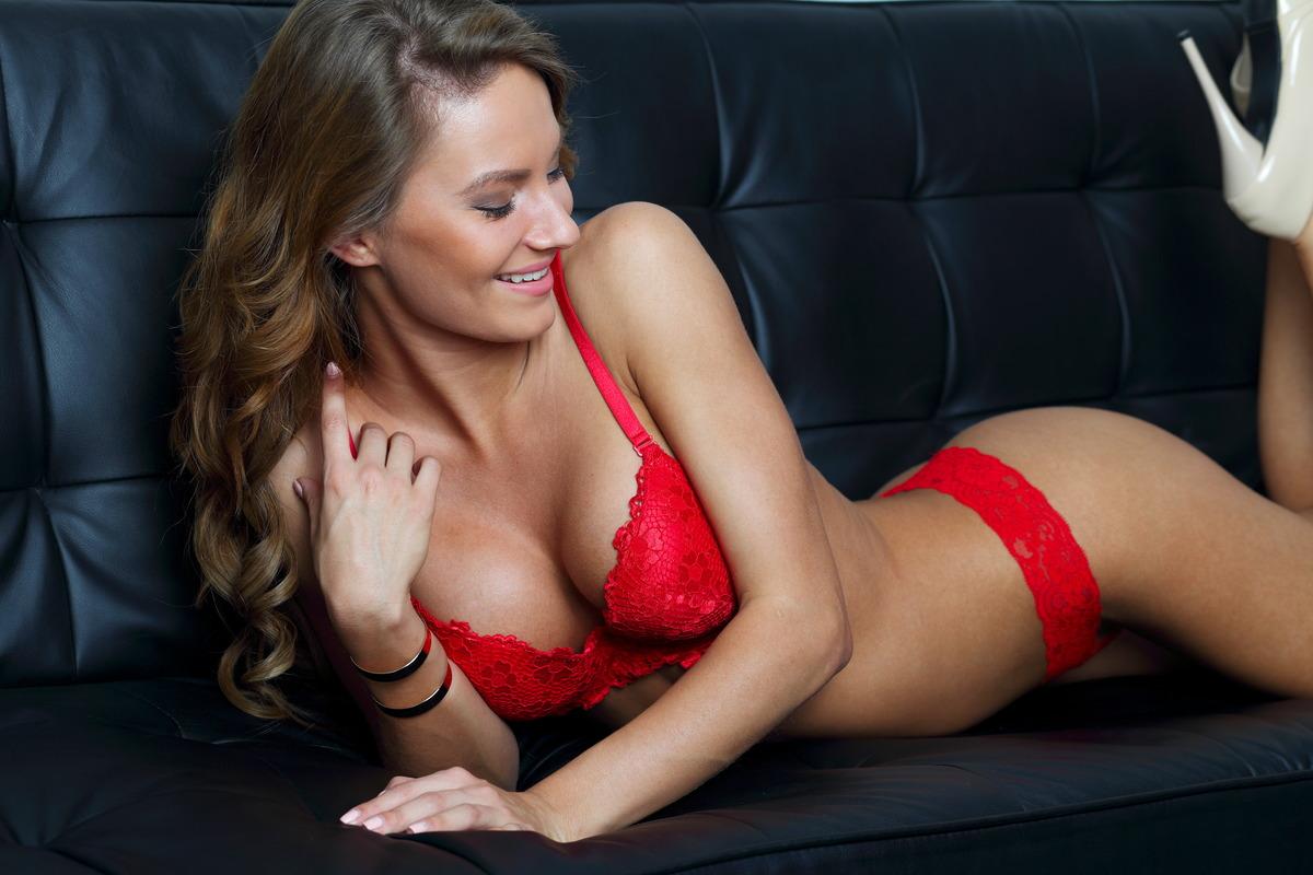 Sexy Girl auf der Couch