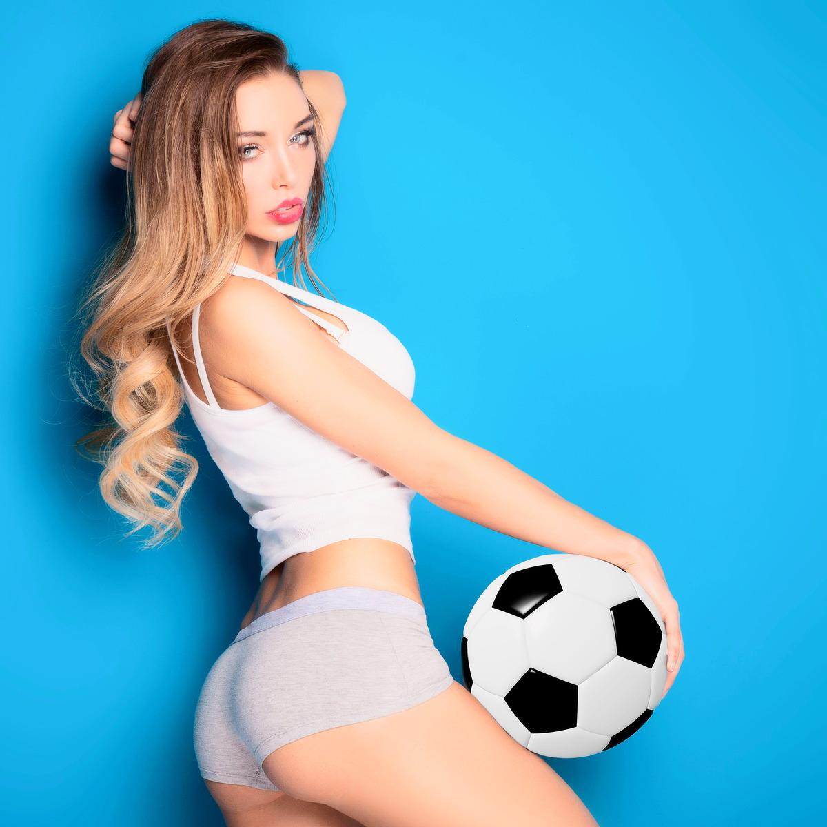 Heißes Mädel mit Fußball