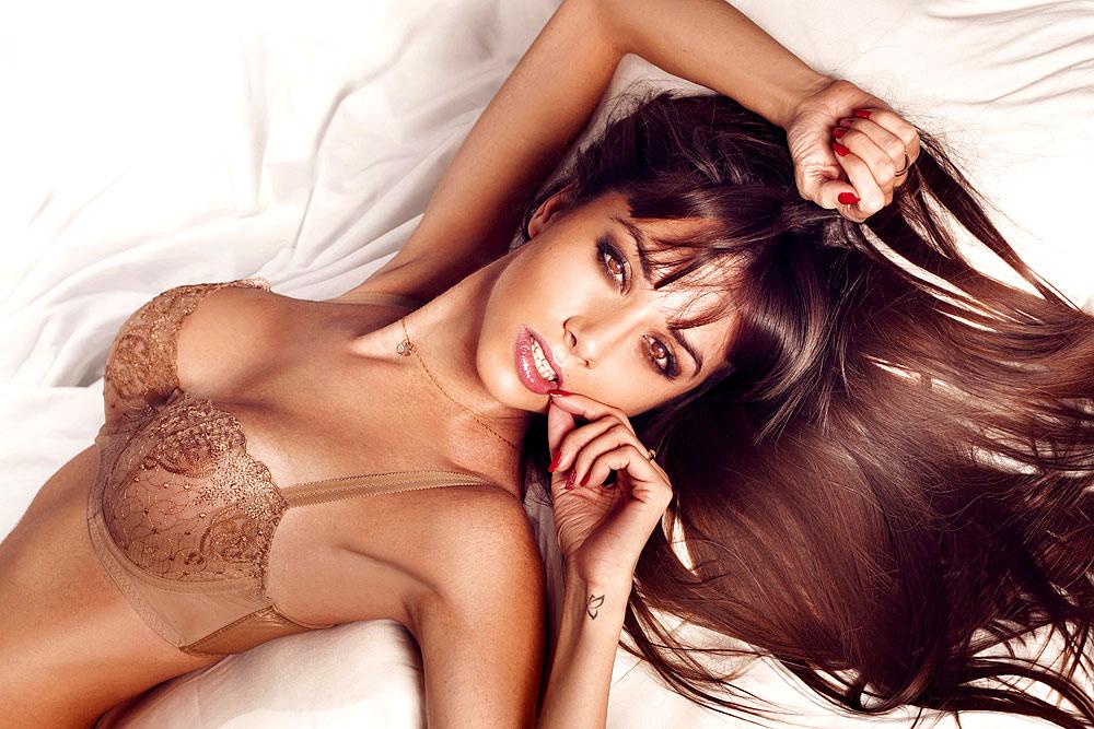 Sexy Girl im Bett