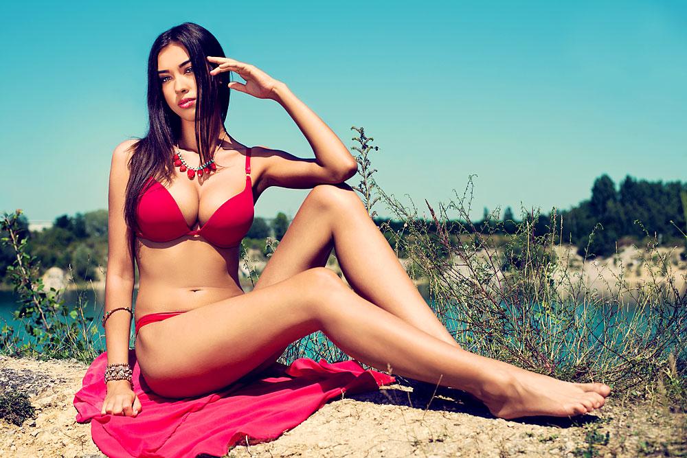 Sexy kurviges Bikinigirl