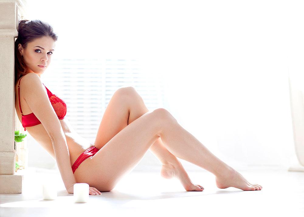 Sexy Teenygirl im Fenster