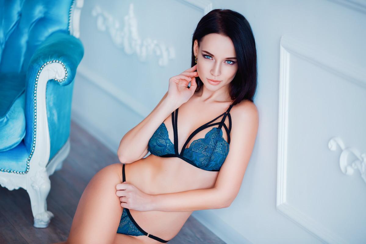 Sexy Girl in der Villa