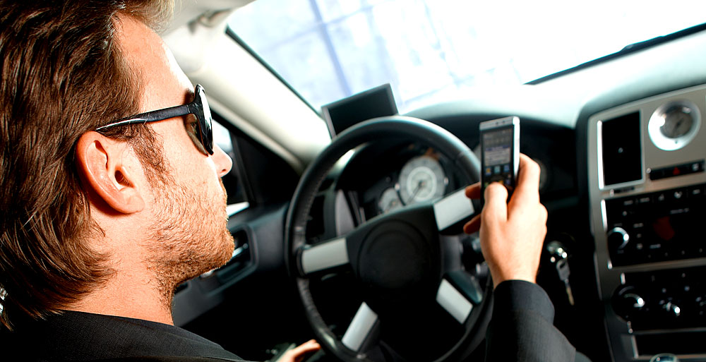 handy im auto was ist erlaubt und worauf muss man achten. Black Bedroom Furniture Sets. Home Design Ideas