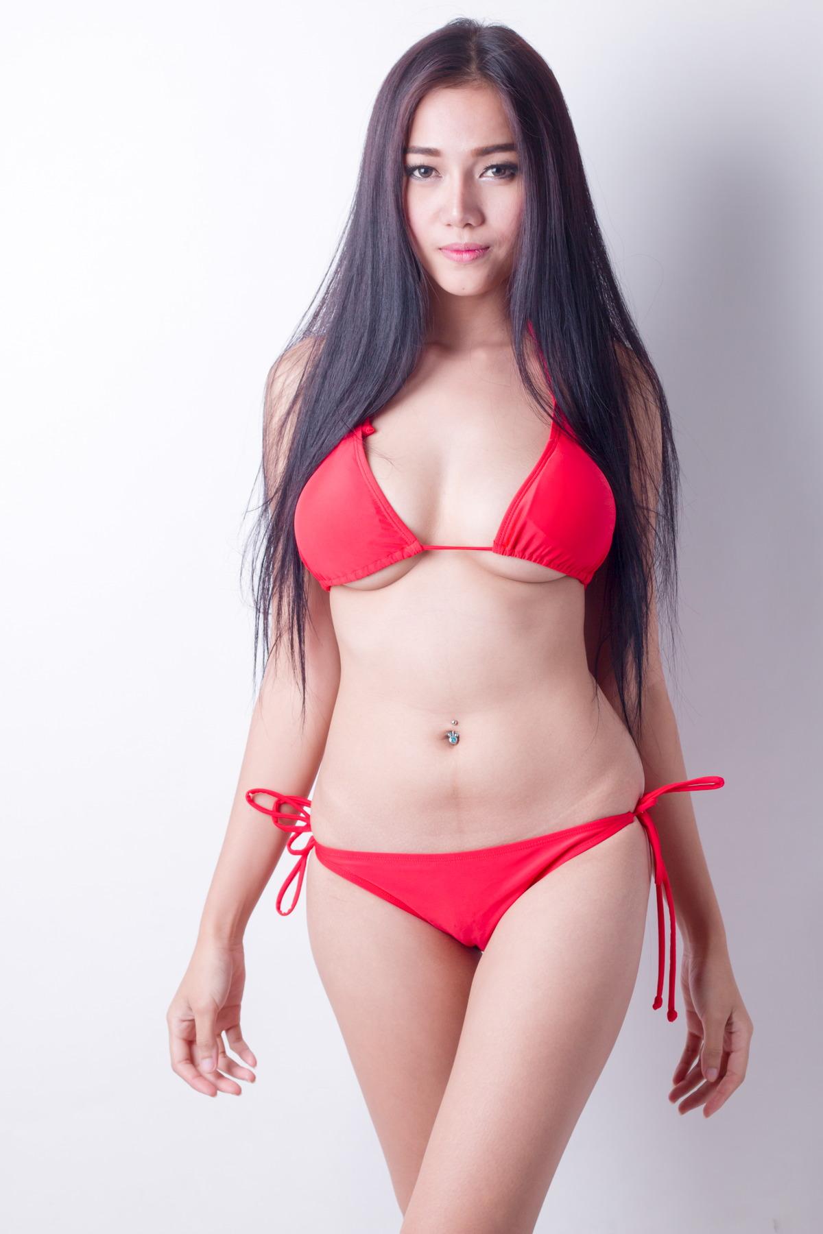 Sexy Girl in knappem Bikini